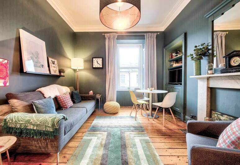 Stylishly Presented City Centre Apartment, Edinburgh