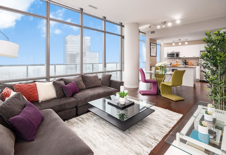 QuickStay - Eclectic Two-Bedroom Condo (Sky High Views), Toronto, City Apartment, 2 Queen Beds, Non Smoking, City View, Living Room