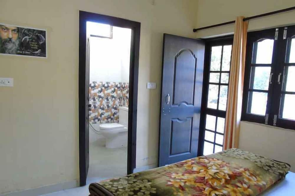 Standard Room, 1 Double Bed, Smoking - Guest Room