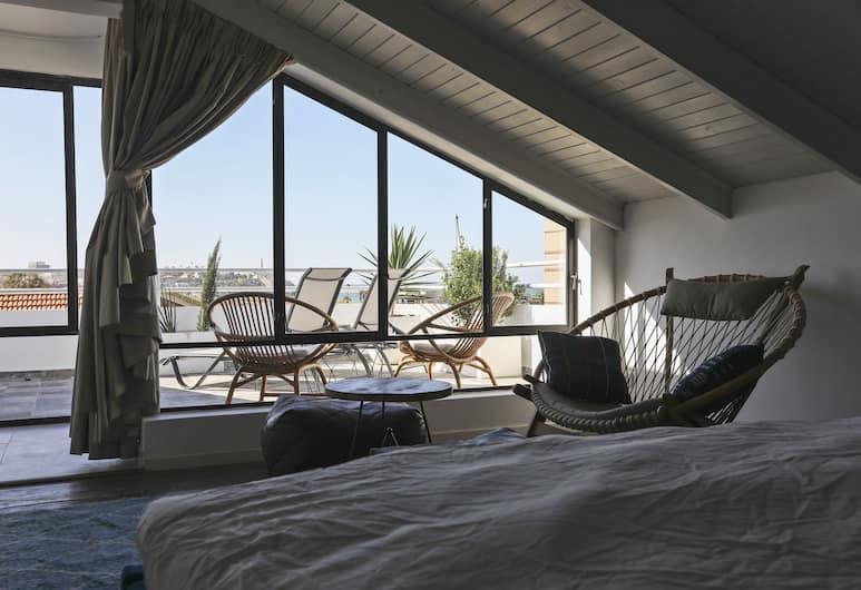 TLV 薩森及柯尼夫茲德套房酒店, 特拉維夫, 高級套房, 1 張特大雙人床, 非吸煙房, 客廳