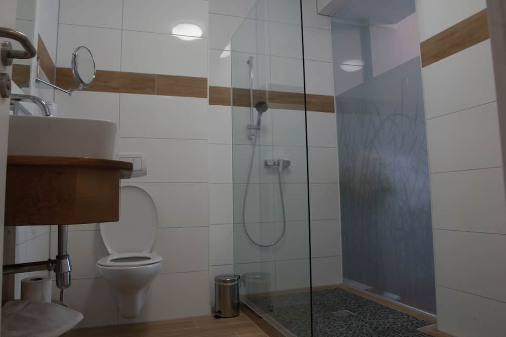 Pokoj Comfort s dvojlůžkem, 2 jednolůžka, výhled do parku - Koupelna