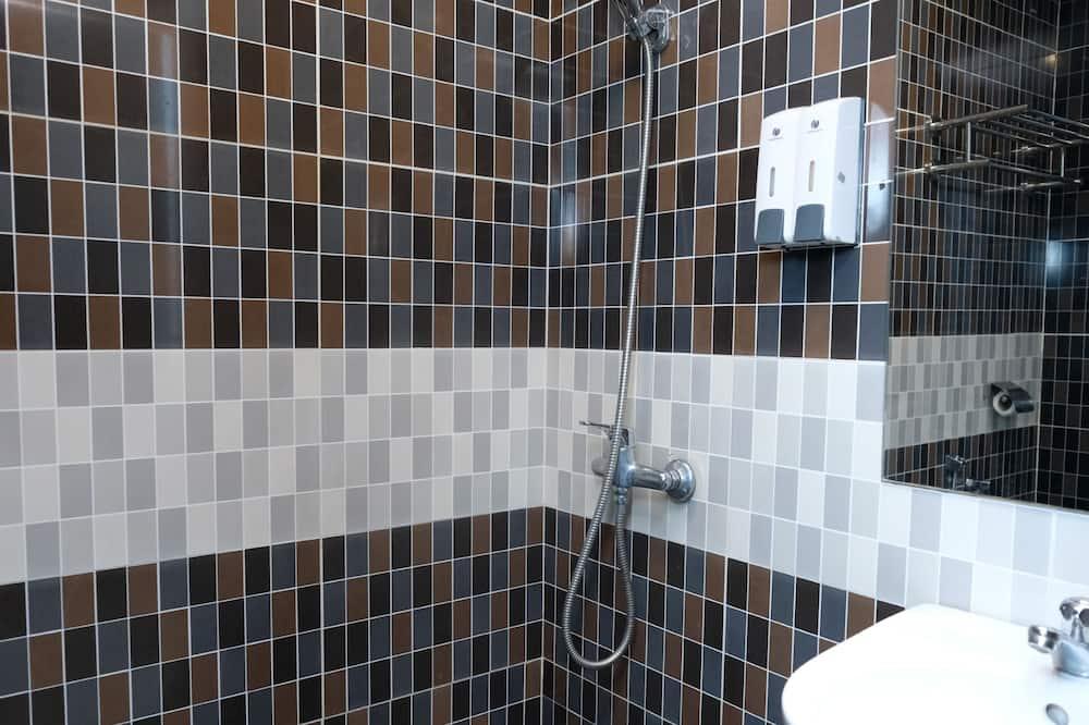 Superior Triple Room, 3 Twin Beds - Bathroom