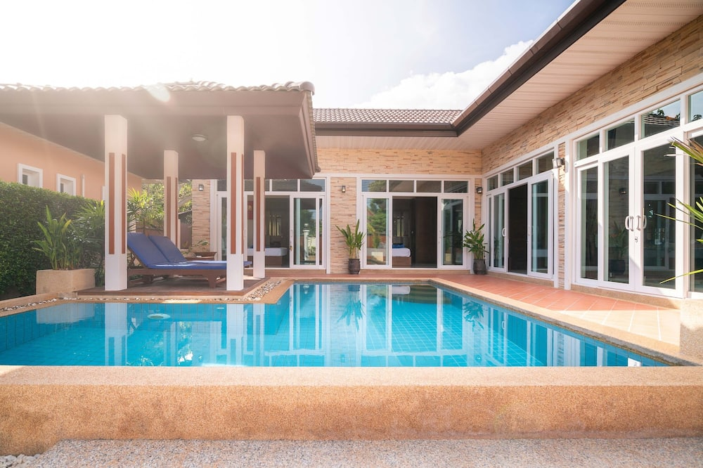 3 Bedroom Pool Villa with Sala - Rom