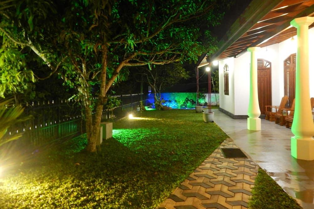 Rodinná vila, 3 spálne - Výhľad na záhradu