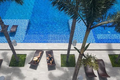 西貢機場智選假日套房酒店