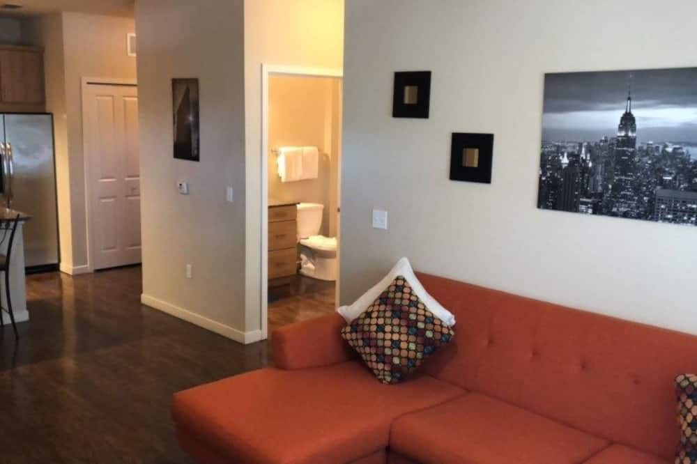 Family Condo, 2 Bedrooms, Pool Access (Close to the Convention Center) - Living Area