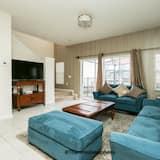 טאון-האוס משפחתי, 3 חדרי שינה, בריכה פרטית - אזור מגורים