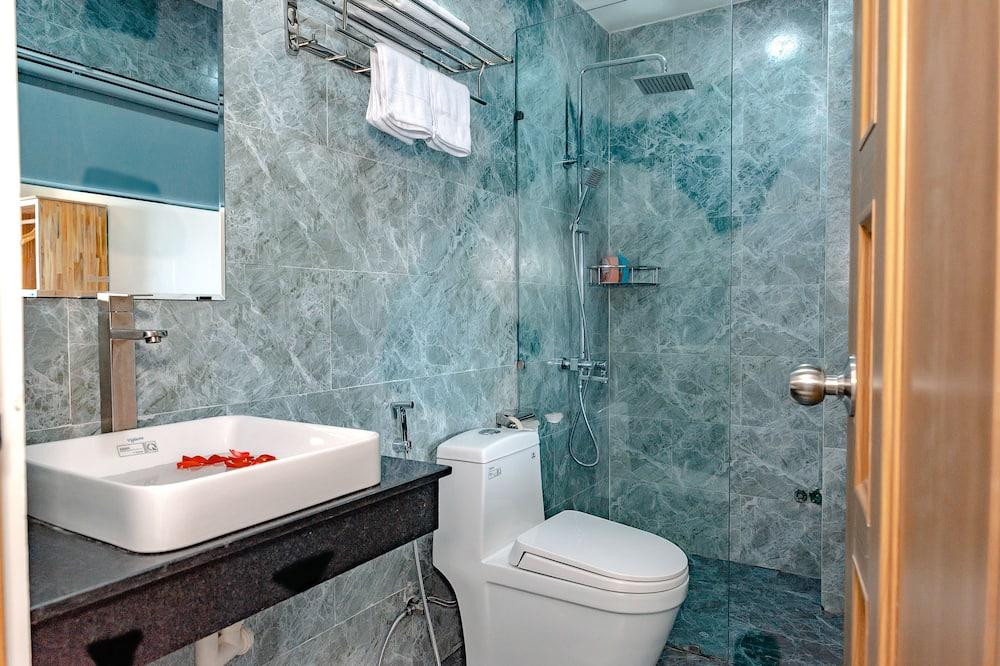 Deluxe Double Room, 1 Queen Bed, Balcony, City View - Bathroom