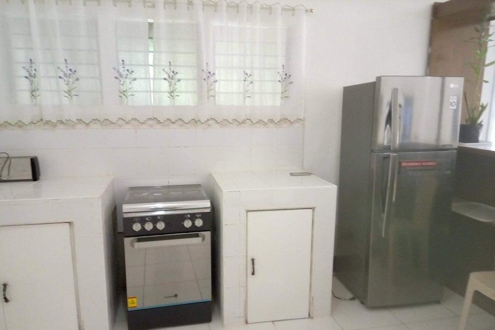 Room 4 - Shared kitchen