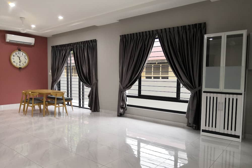 Apartment, 6 Bedrooms - Living Room