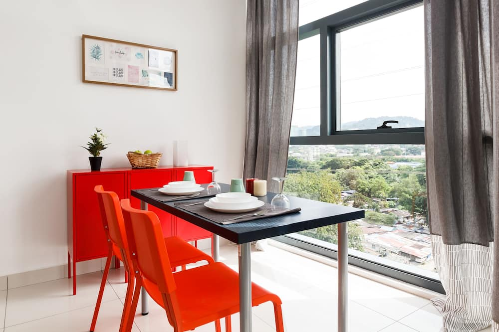 Classic Apartment, 1 Double Bed, Non Smoking, City View - In-Room Dining