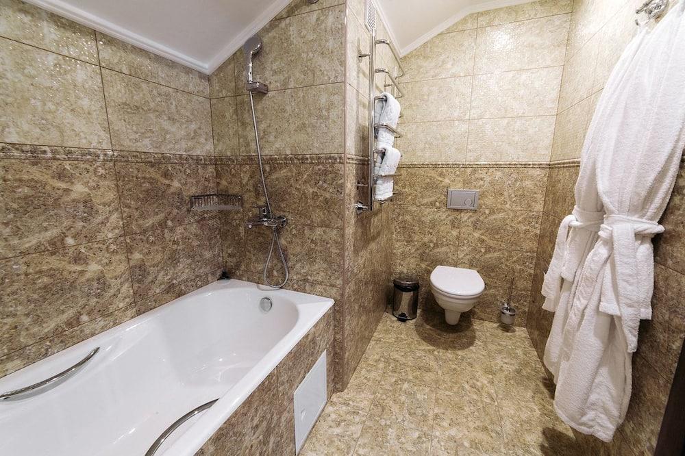 ห้องสตูดิโอสวีท, เตียงควีนไซส์ 1 เตียง, ปลอดบุหรี่, วิวสวนหย่อม - ห้องน้ำ