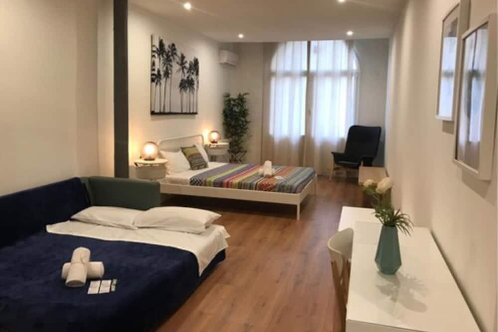 Superior Quadruple Room, Shared Bathroom - Guest Room