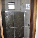 Quadruple Room, Non Smoking - Bilik mandi