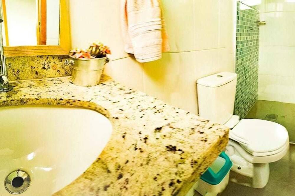 Comfort-værelse - 1 queensize-seng - ikke-ryger - bjergudsigt - Badeværelse