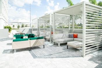 Mynd af Holiday Inn & Suites Orlando - International Dr S, an IHG Hotel í Orlando