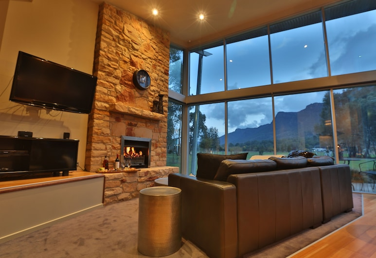 Ironstone Romantic Couples Retreat, Halls Gap, Luxury Chalet, 1 King Bed, Mountain View, Living Area