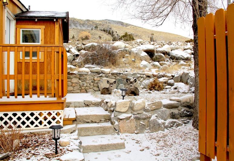Yellowstone's Treasure Cabins, Gardiner, Property entrance