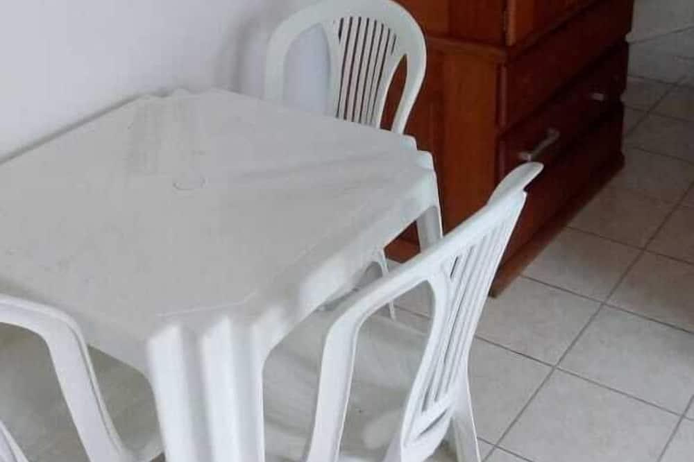 Kolmen hengen huone - Ruokailu omassa huoneessa