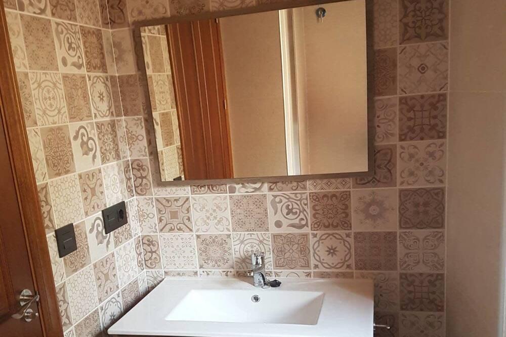 غرفة رباعية - بشرفة - حمّام