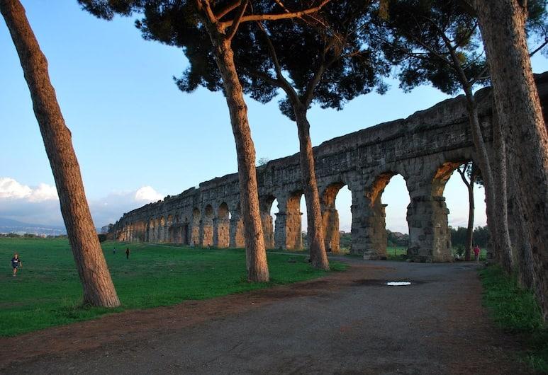 L'Acquedotto Felice, Rome, Exterior