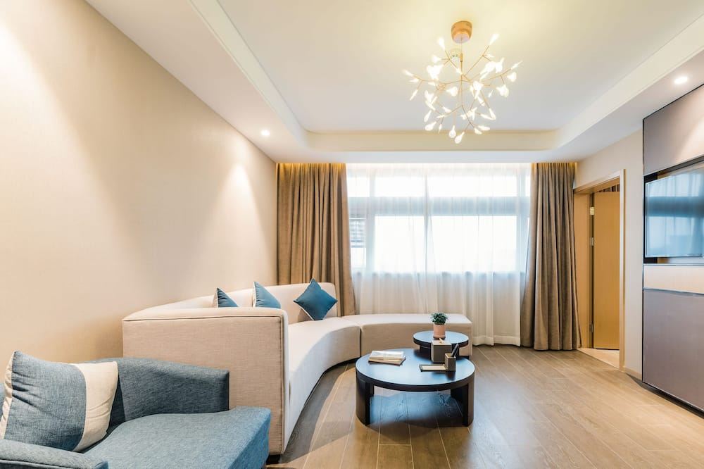 Family Suite (Chinese Domestic Guests Only) - Living Room