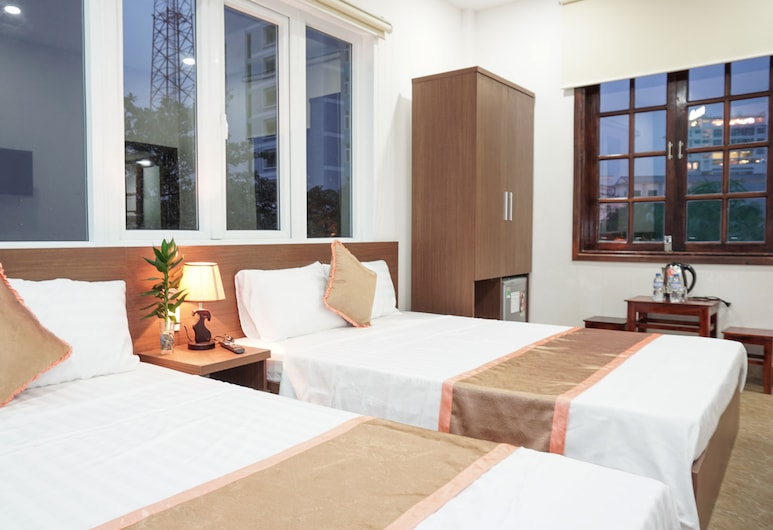 Hung Long Hostel, Hue, Deluxe Quadruple Room, 2 Double Beds, Guest Room View
