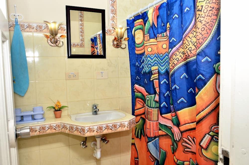 Standard-Doppelzimmer, 1 Doppelbett, Nichtraucher - Badezimmer