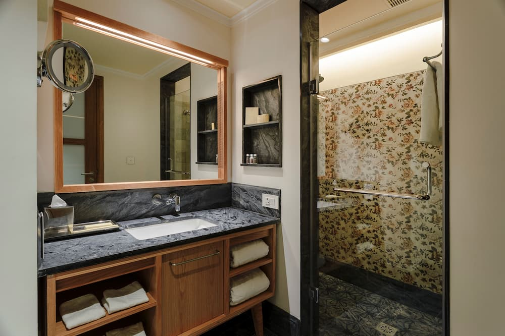 Grand Room, 1 Double Bed, View - Bathroom