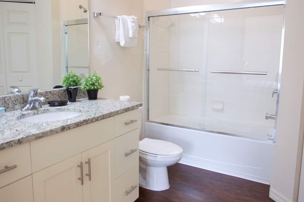Luxury 4 Bedroom Villa with Pool Access - Koupelna