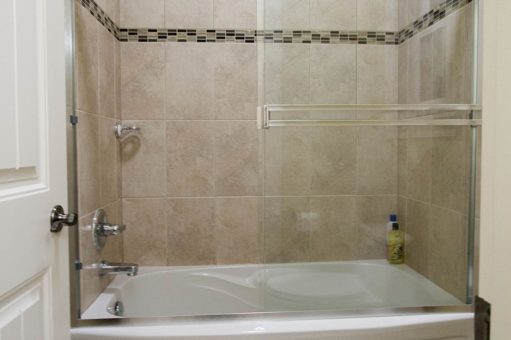 ห้องคลาสสิก, เตียงควีนไซส์ 1 เตียง, ปลอดบุหรี่, ห้องน้ำรวม - ห้องน้ำ
