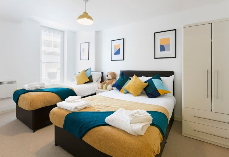 Ultra Luxurious 2 Bedroom, Birmingham, Family Apartment, 2 Bedrooms, Non Smoking, Guest Room