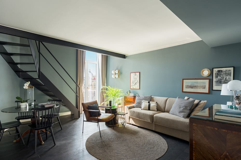 Panoramic Süit, 1 Yatak Odası, Balkon, Şehir Manzaralı - Oturma Odası
