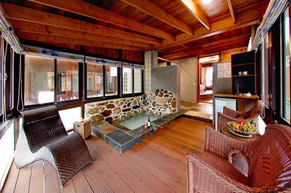 Elite Double Room, Non Smoking, Courtyard View - Bathroom