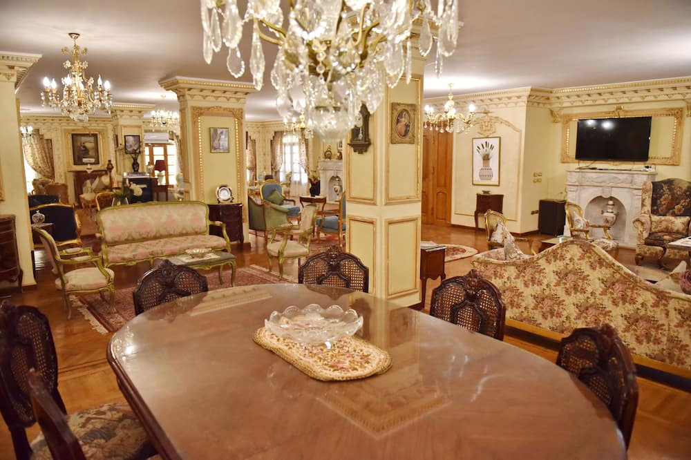 アパートメント 5 ベッドルーム ガーデンビュー - リビング エリア