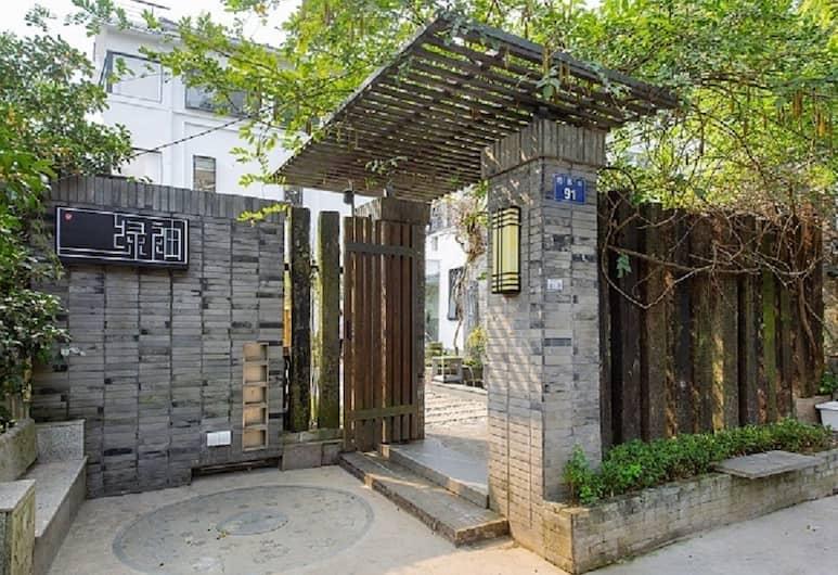 Green Sleeves, Hangzhou, Pintu masuk properti