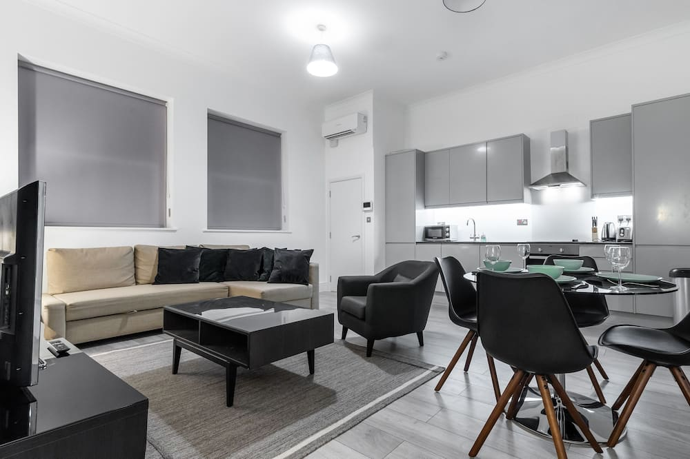 2 Bedroom Apartment Occupancy 6 - Living Area