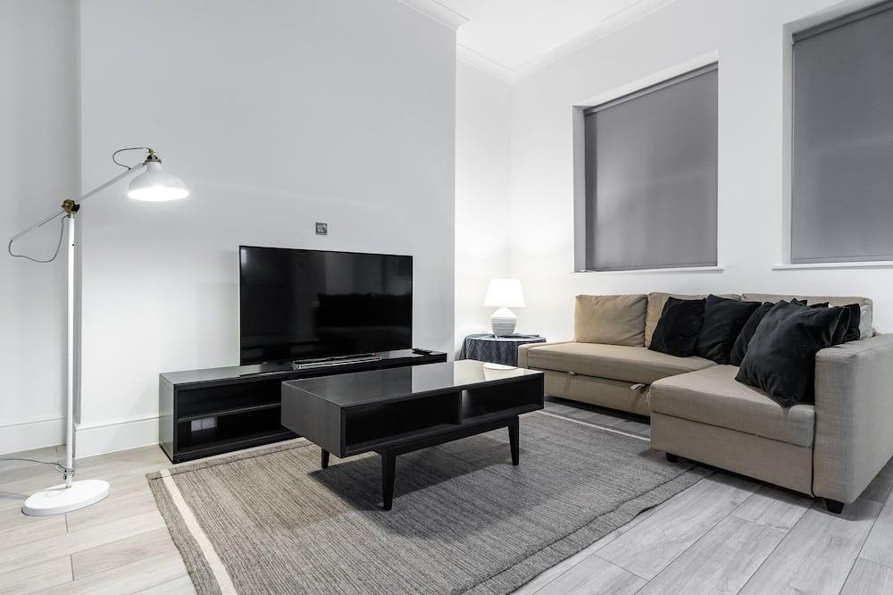 2 Bedroom Apartment Occupancy 6 - Living Room