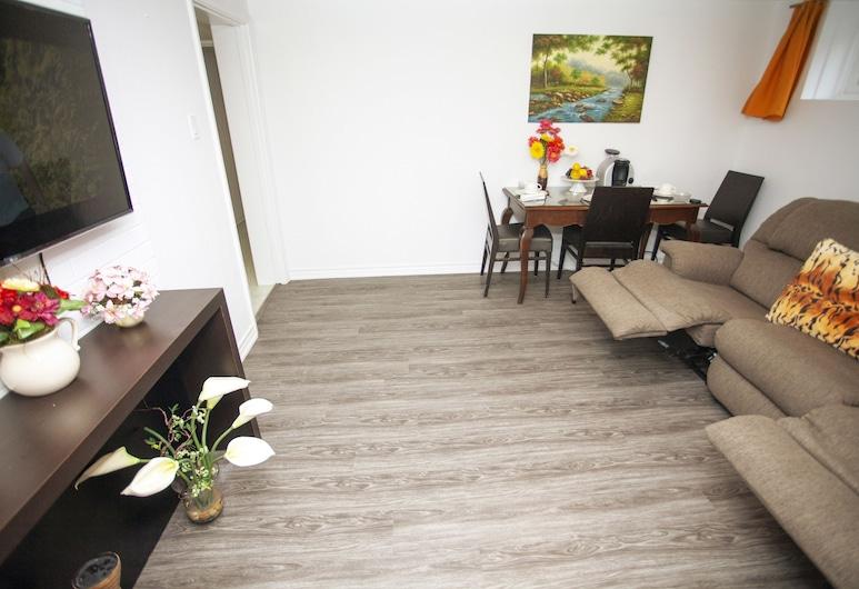Cozy 3 bedroom, 2 bathroom Basement Suite in Toronto, Τορόντο, Comfort Σουίτα, 3 Υπνοδωμάτια, Μη Καπνιστών, Γεύματα