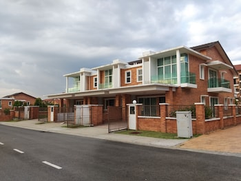 Picture of New and Classic Homestay 2 Storey House in Kajang