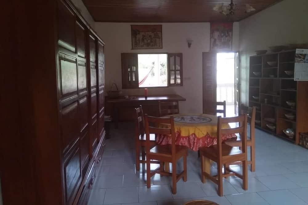 舒適單棟房屋, 多張床, 非吸煙房, 花園景 - 客房內用餐