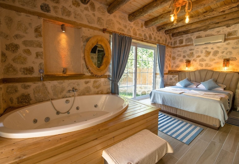Villa Islik by Akdenizvillam, Kas, Willa, 1 sypialnia, widok na ogród, Wanna z hydromasażem