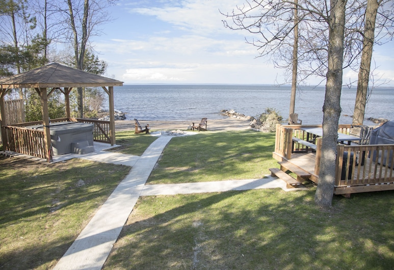 Private Beachfront, Hottub, firepit, 4Brs Cottage, Blue Mountain & Collingwood, Collingwood