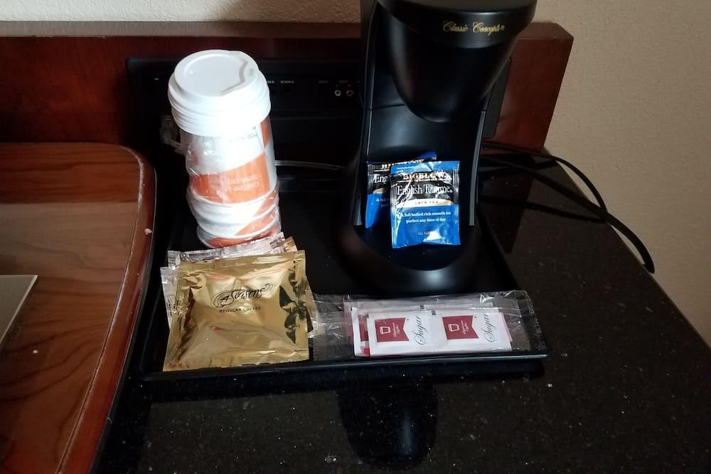 Huone, 2 keskisuurta parisänkyä, Tupakointi kielletty - Ruokailu omassa huoneessa