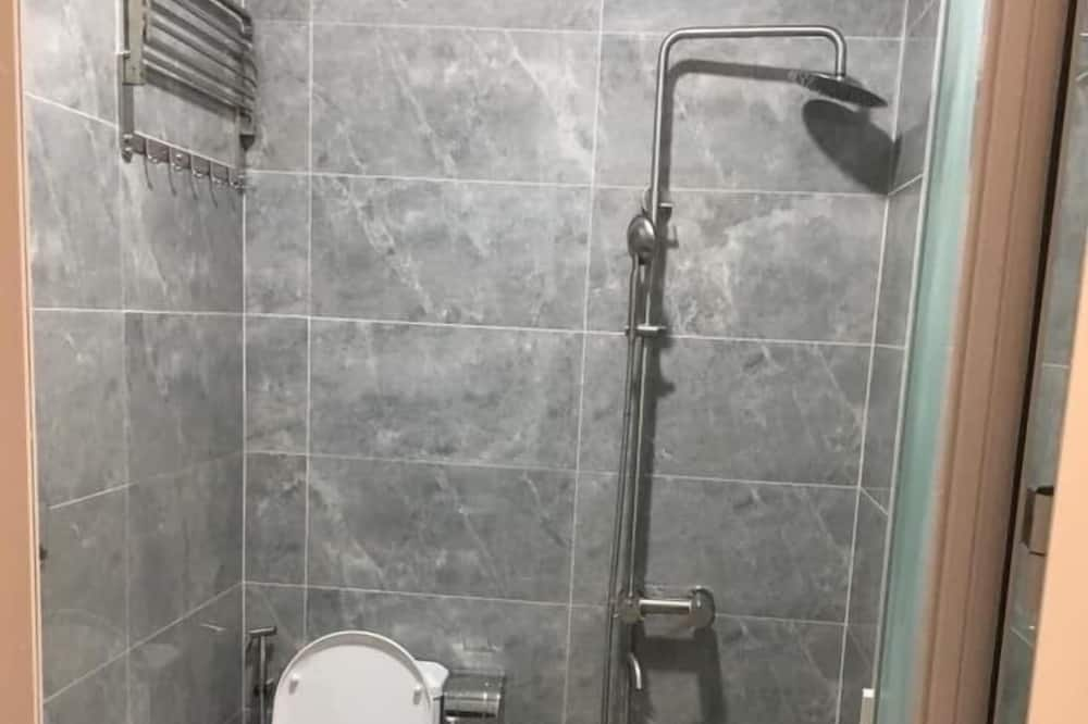 Basic Double Room, 2 Double Beds, City View - Bathroom