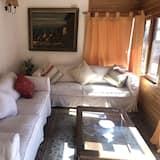 Apartment, 3 Bedrooms, 2 Bathrooms - Living Area