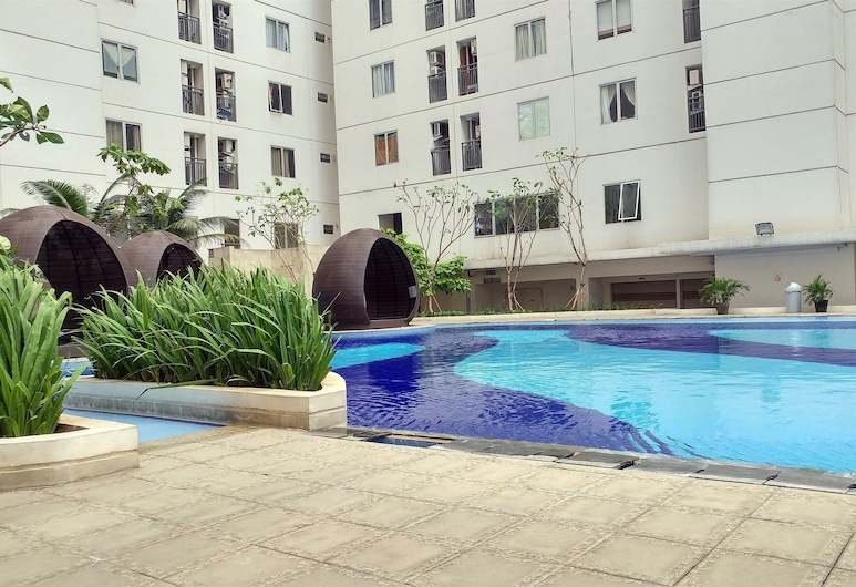 Easy Access to The Mall and Exclusive 2BR Bassura City Apartment, Jakarta, Kolam Renang Luar Ruangan