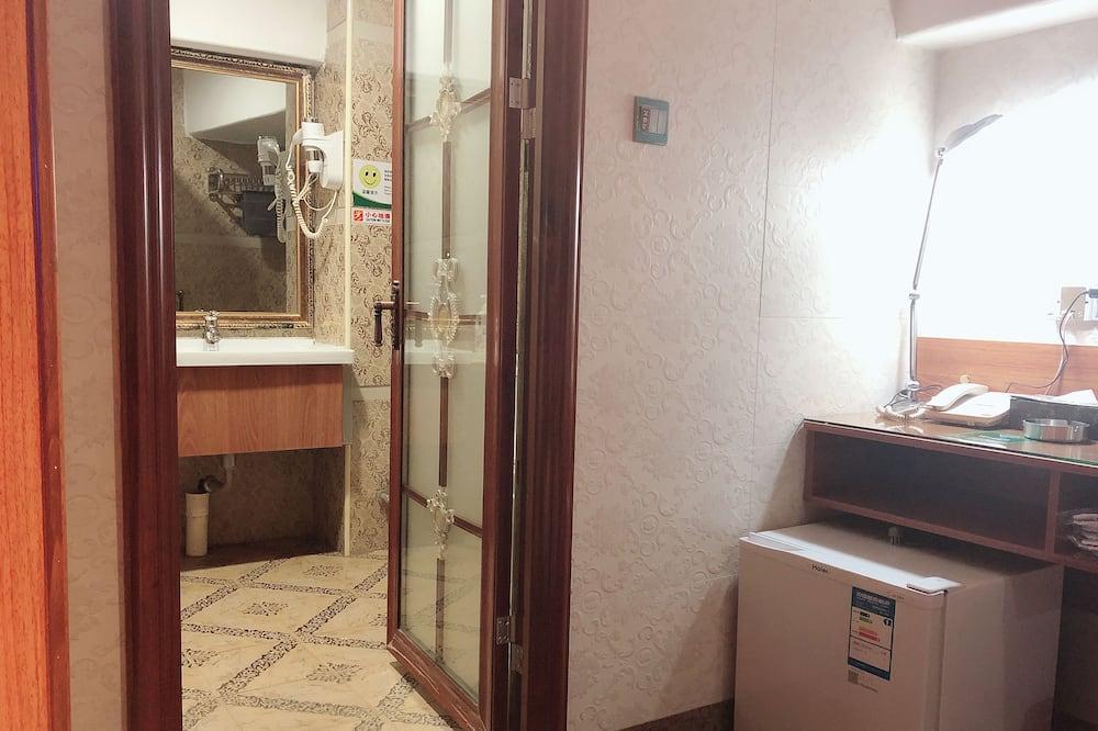 Perhehuone neljälle, Ei ikkunoita - Kylpyhuone