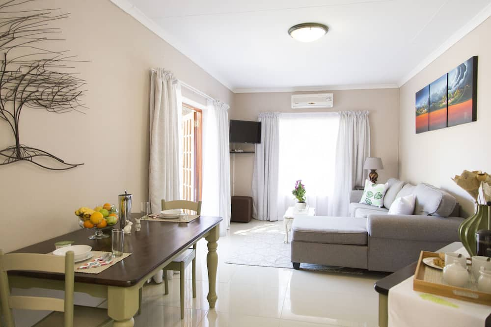 Family Cottage (Lemon Tree) - Living Area