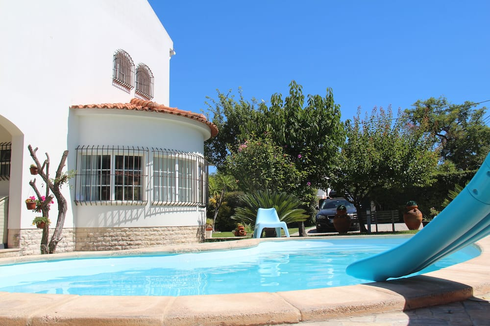 Sesimbra Stylish Villa by Homing